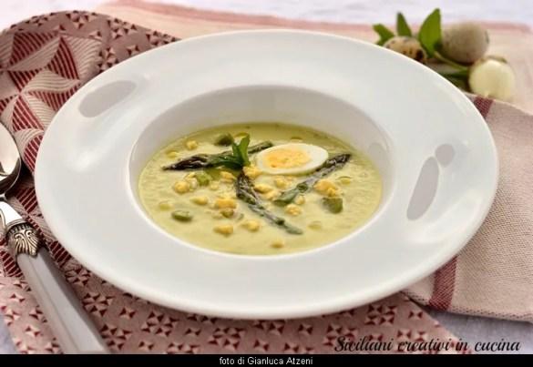 Crema di asparagi e menta con uova di quaglia, ricetta primaverile.