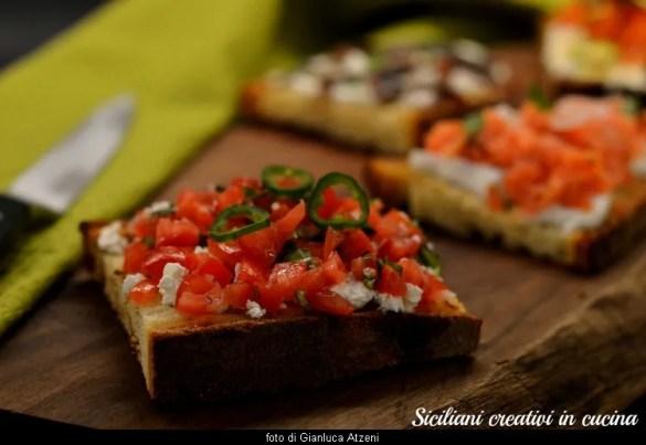 Bruschette miste gourmand, dal pomodoro alle albicocche grigliate