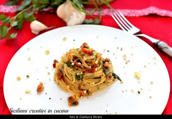 Spaghetti alla siciliana: pronti in 5 minuti, con tutto il profumo del Sud. Ricetta facilissima.