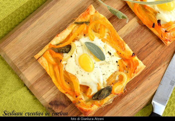 Sfogliata con peperoni, salvia e uova di quaglia: ricetta golosa e facilissima