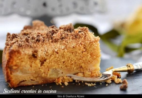 Torta streusel con pere e zenzero, raffinata e deliziosa: con video ricetta passo passo