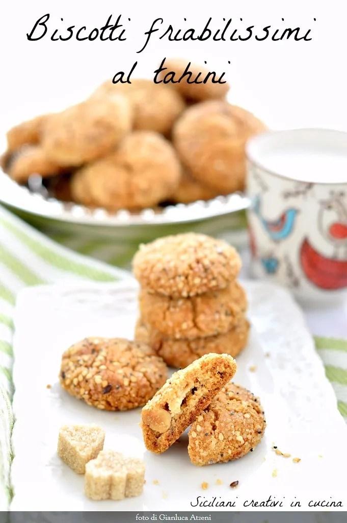 Biscotti al tahini, la crème de sésame. Un cookie sans oeufs par le goût et la texture unique,. Ils sont préparés en 5 minutes et addictif.