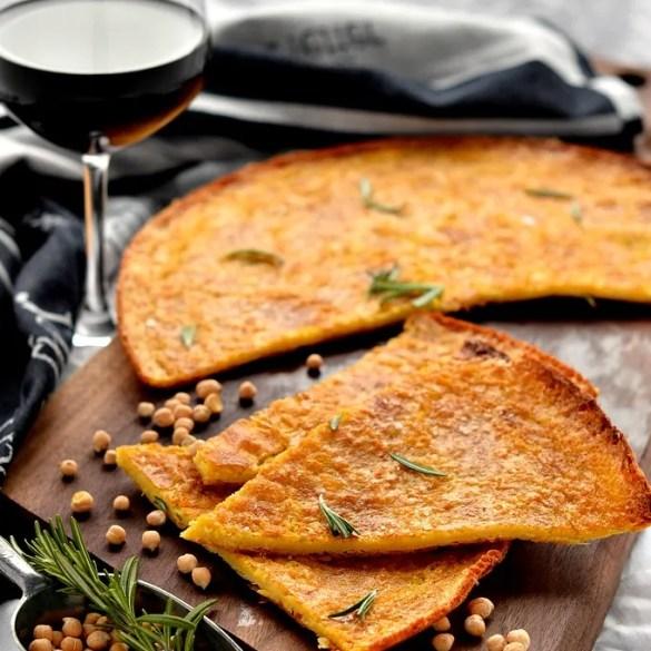 La farinata di ceci, ricetta tradizionale e vegana