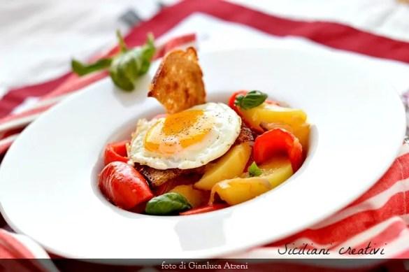 Peperoni in umido con patate: ricetta siciliana facile e leggera