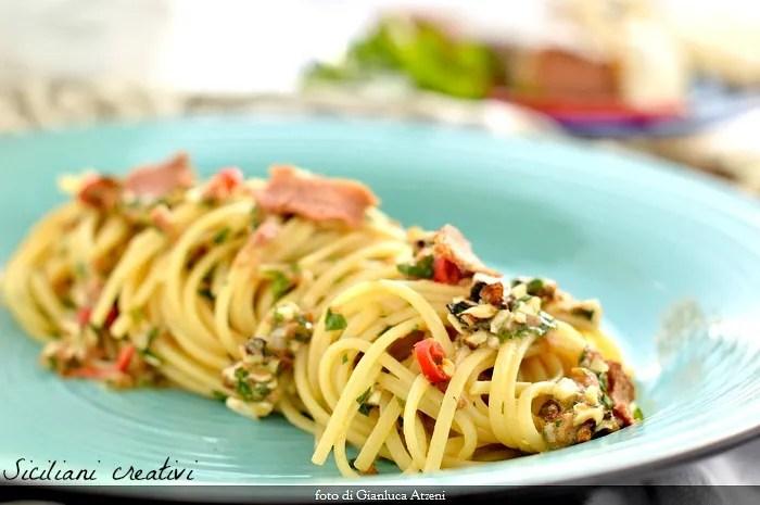 Spaghetti aglio e olio avec noix et thon bottarga