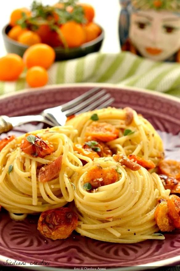 Pasta mit gelben Tomaten, Sardellen und Majoran