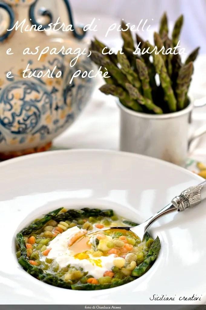 Suppe von Spargel und Erbsen, burrata Käse und Spiegelei