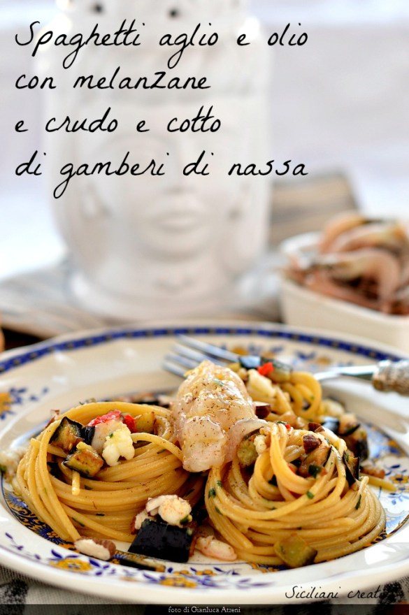 Spaghetti aglio e olio avec pot de crevettes aubergine et crus et cuits