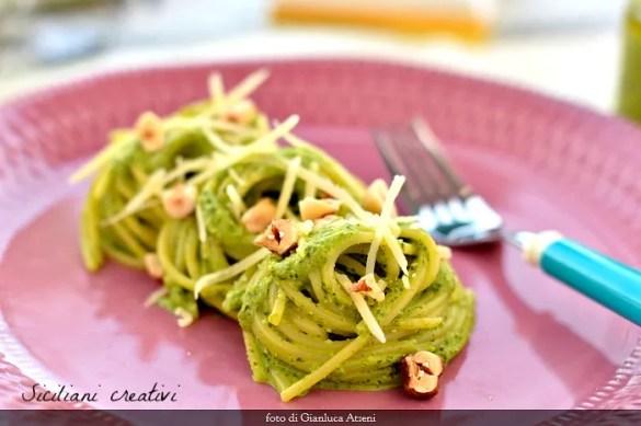 Spaghetti al pesto di rucola, nocciole e caciocavallo