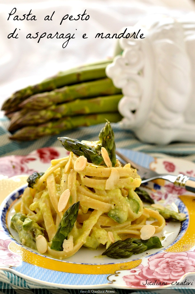 Pasta with pesto asparagus and almonds