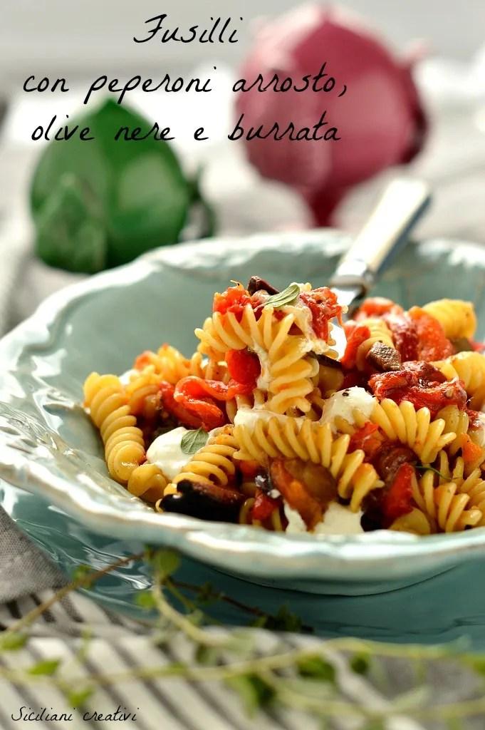 Pâtes aux olives de poivrons grillés et burrata