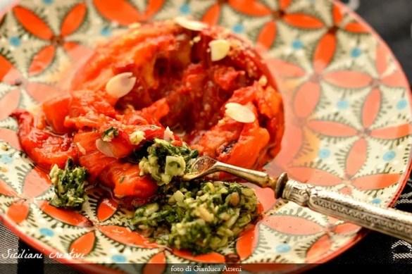 Peperoni arrostiti con 'bagnetto verde' e mandorle