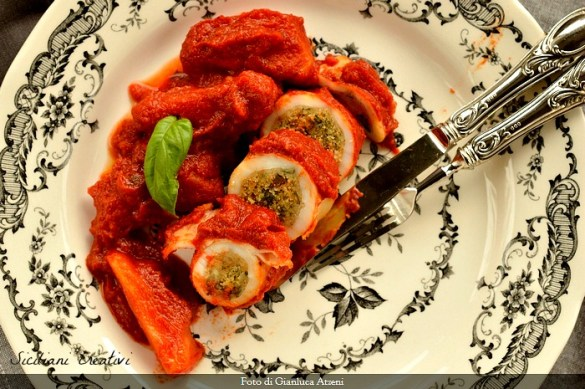 Calamari ripieni al sugo di pomodoro, alla siciliana