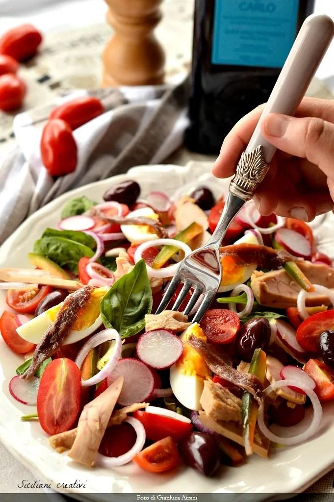 Insalata nizzarda (Nicoise salad)
