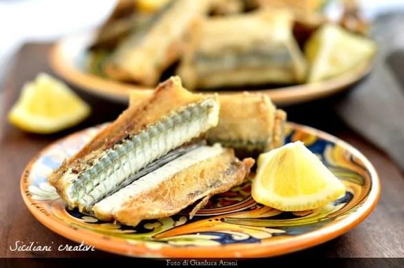 Aguglie fritte: un pesce della tradizione siciliana dalla meravigliosa lisca color verde mare