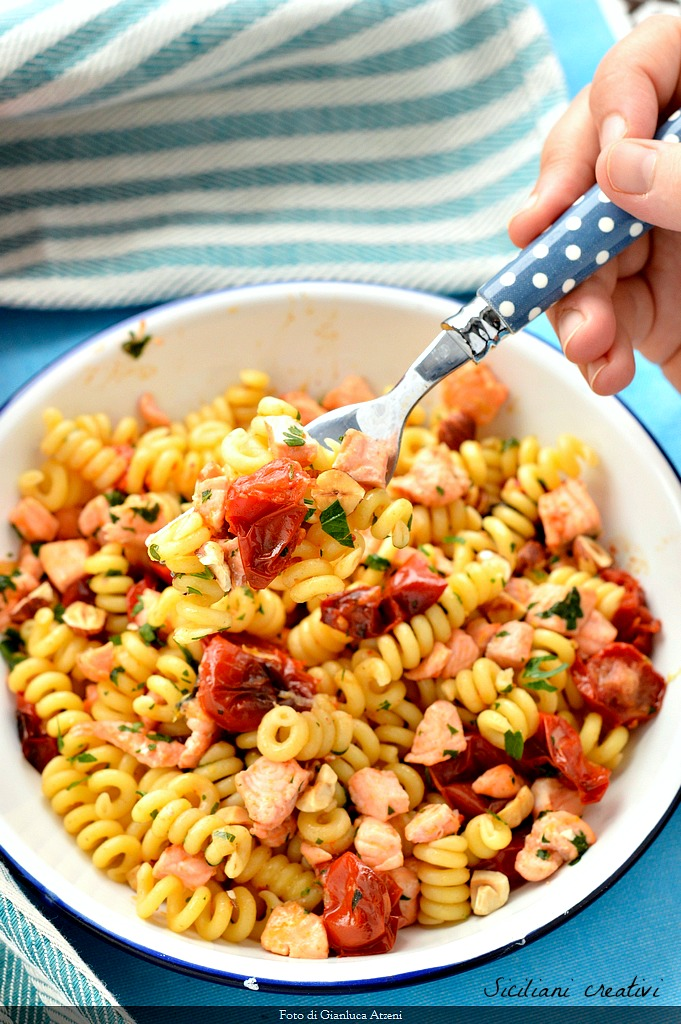 Cold pasta with fresh salmon with tomatoes and lemon