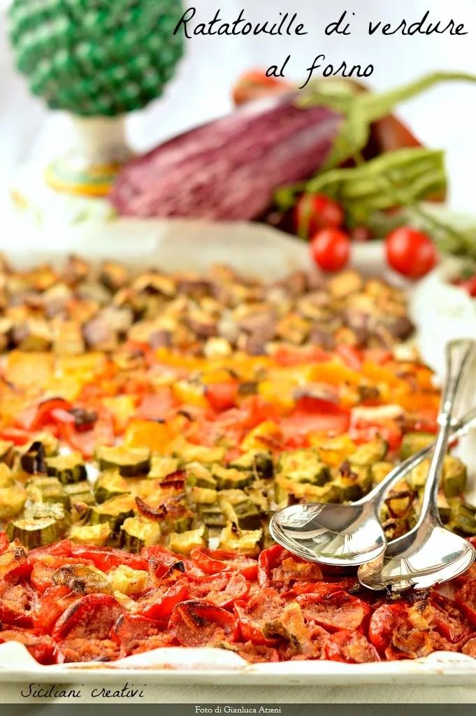 Ratatouille de légumes cuits au four: léger et polyvalent. Recette parfaite