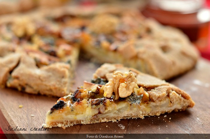 Salted tart with pears, walnuts and gorgonzola