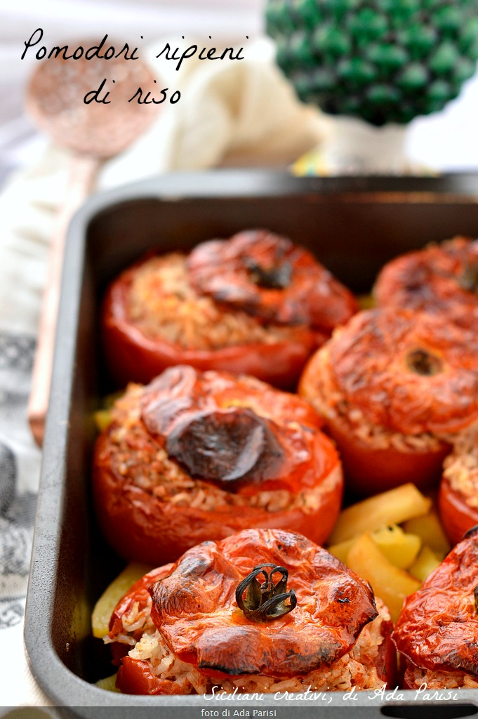 Tomatoes stuffed with rice to the Roman