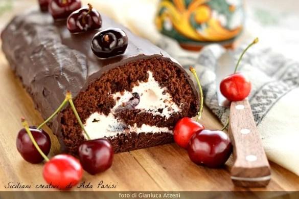Rotolo Foresta Nera, al cioccolato con ricotta e ciliegie