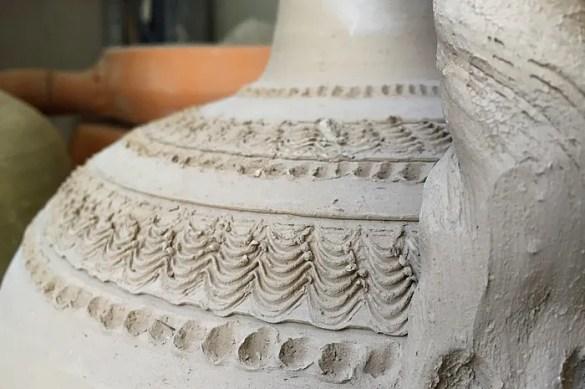 Vasi di argilla pronti per la cottura