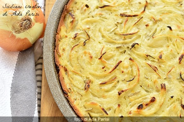 Schiacciata senza lievito alle cipolle: pronta in 10 minuti veri
