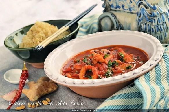 Zuppa piccante di calamari e riso fritto