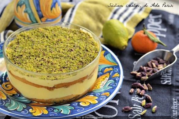 Citrus cream and pistachio cup