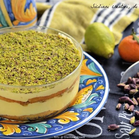 Coppa di crema agli agrumi e pistacchio