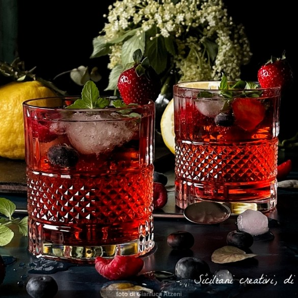 Cocktail estivi: Prosecco rosé Campari e frutti di bosco