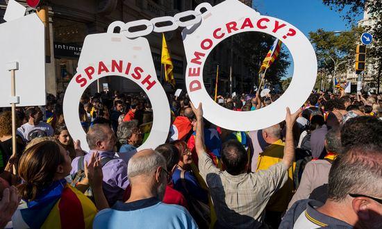 Siciliani Liberi denuncia la violenta repressione in Catalogna