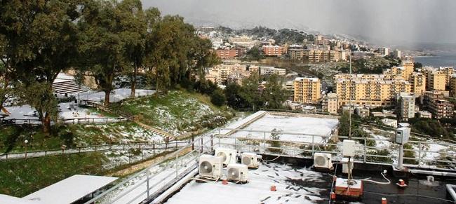 #Messina. La città si sveglia sotto un mantello di neve