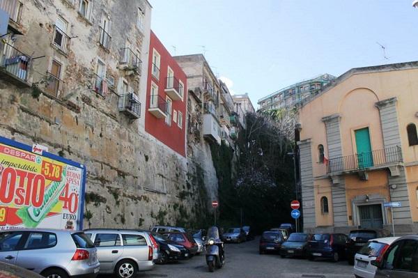 #Messina. Torna l'inciviltà sulle mura cinquecentesche di via Portalegni