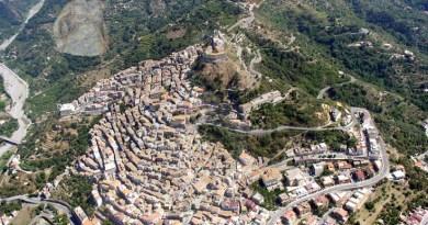 #SantaLuciadelMela. Rimpasto di Giunta, Campo vs Mirabile