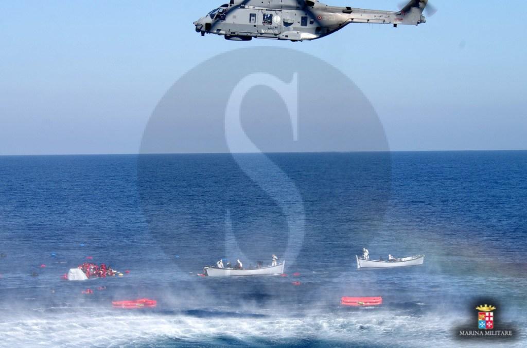#Sicilia. La Marina Militare italiana salva 290 migranti al largo delle coste libiche
