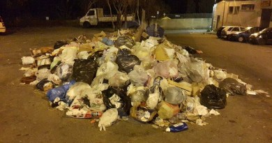 #Messina. In via Palmara cumuli di rifiuti alti più di un metro LE FOTO