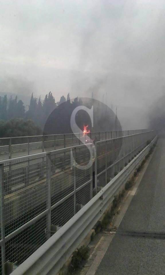 #Sicilia. L'isola brucia mentre lo scirocco impazza