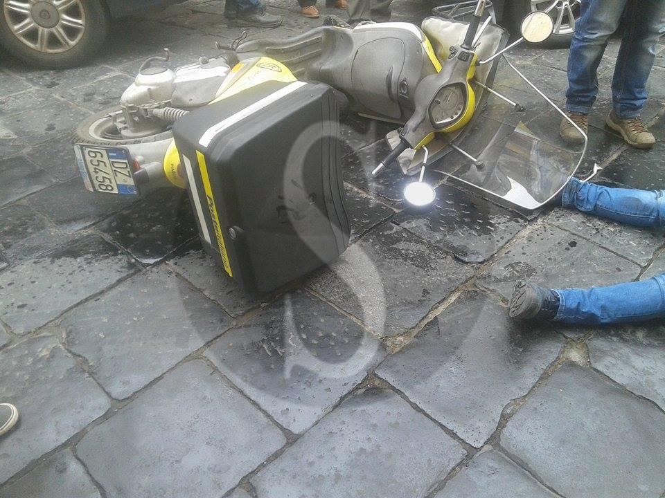 #Barcellona. Chiazza d'olio provoca incidente