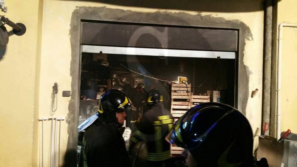 #Messina. Distrutto da incendio deposito sulla litoranea