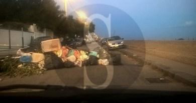 #Messina. A San Saba strada bloccata dai rifiuti