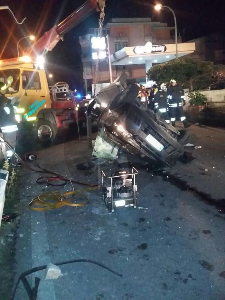 #Falcone. Schianto nella notte sulla strada nazionale, muore un giovane