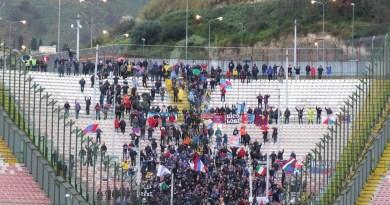 #Messina. Scontri tra i tifosi di Catania e Cavese alla Caronte: ferita una ragazza campana