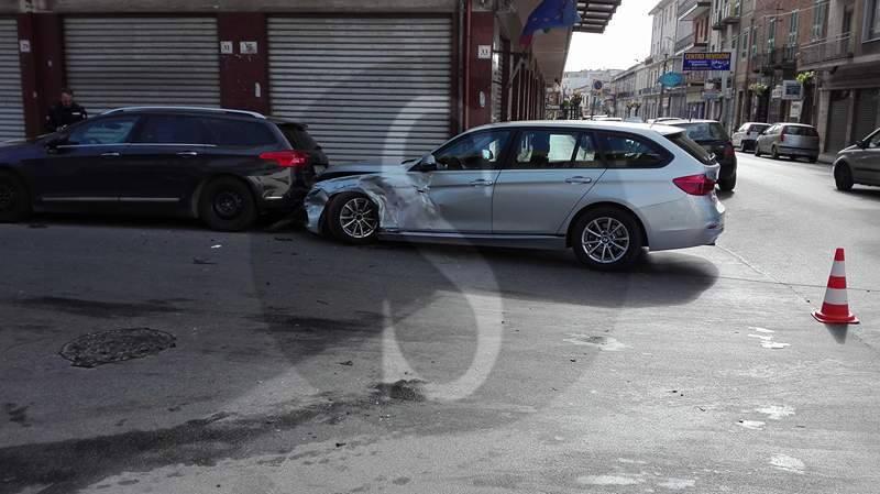 #Barcellona. Incidente tra due auto in via Ugo Sant'Onofrio, un ferito