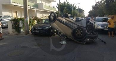 #Cronaca. Incidente a Tonnarella di Furnari: Mini Cooper si ribalta e finisce contro due auto