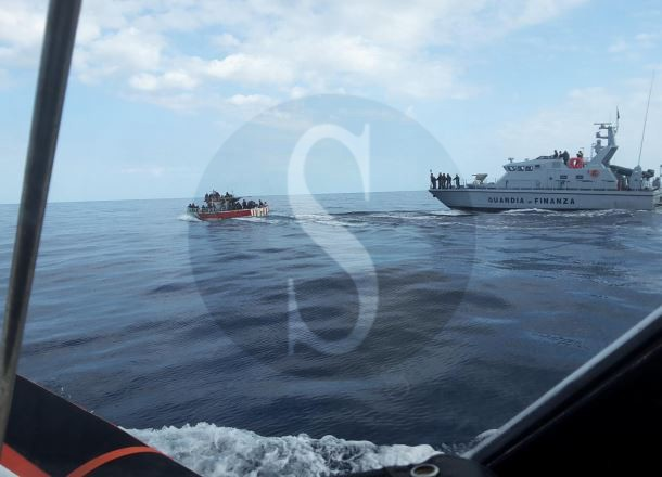 Cronaca. Traffico d'essere umani al largo di Lampedusa, recuperate in mare 100 persone
