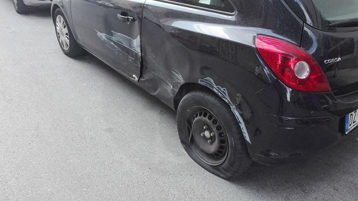 Cronaca. Barcellona, incidente in via Cairoli: Fiat Seicento sfonda muro di cinta