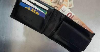 Cronaca. Barcellona, trova un portafogli con 300 euro e lo consegna ai Carabinieri