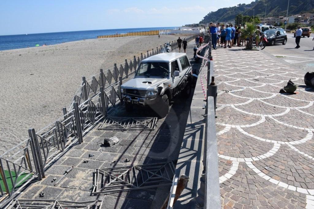 Cronaca. Messina, incidente a Santa Margherita: Jeep sfonda la ringhiera e finisce in spiaggia