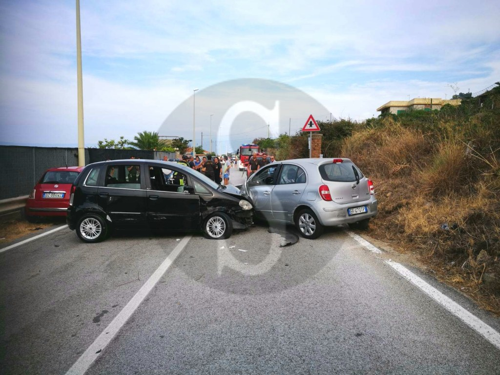 Cronaca. Messina, incidente tra due auto tra Casabianca e Tono: 4 feriti
