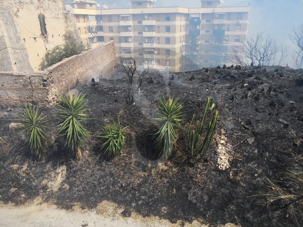 Cronaca. Messina, a fuoco l'ex Polveriera a Bisconte
